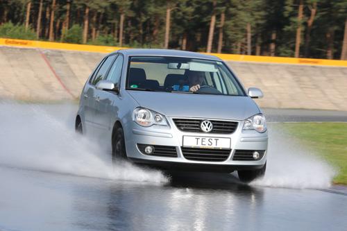 test pneus été 185/60 R14 82H sur route mouillée